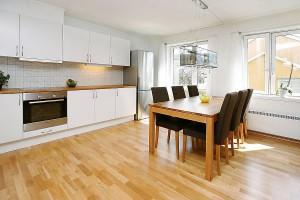 kuhnea mebeli 300x200 Просторная кухня для большой семьи