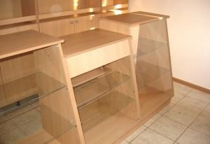 steklo mebeli 300x206 Стекло и зеркало в мебельных конструкциях