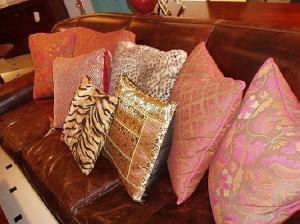 podushka 300x224 Ошибки в дизайне   Слишком много диванных подушек